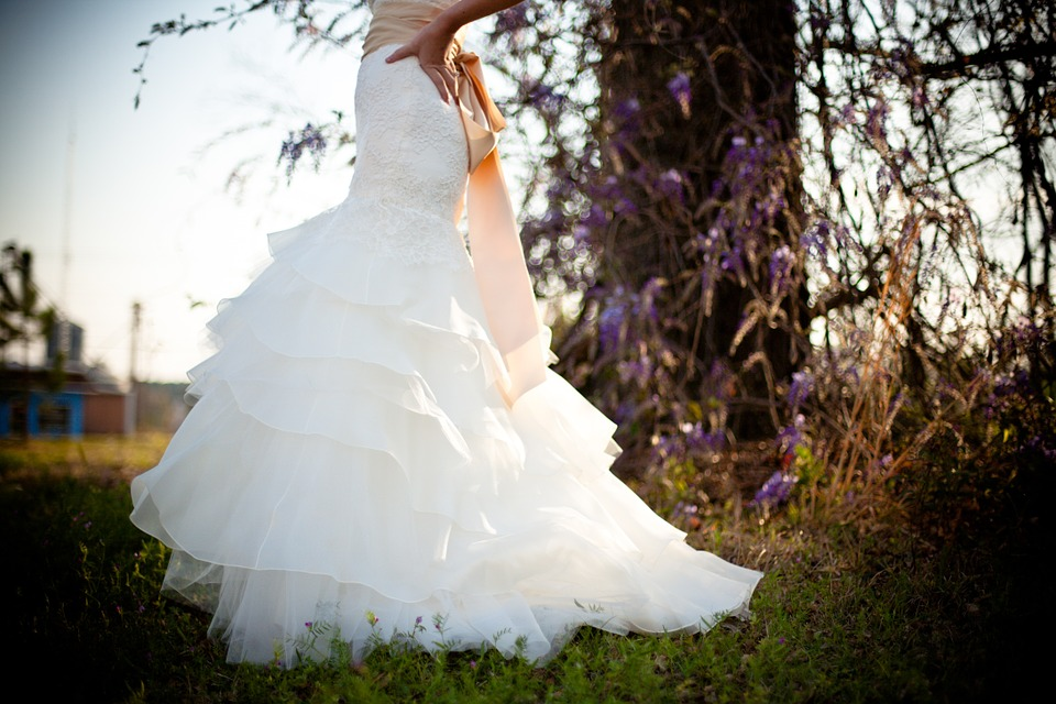 wedding-dress-349959_960_720